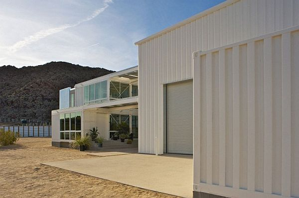 52-First-Shipping-Container-House-in-Mojave-Desert